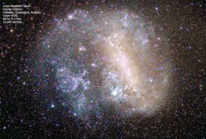 La grande nube di Magellano ripresa con un obiettivo da 85 mm f1.2. 22 scatti da 2 minuti.