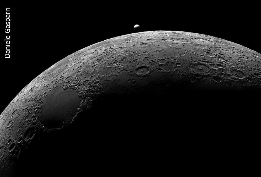Perché osservare e fotografare di giorno? Ecco un motivo: occultazione Luna-Venere del 16 giugno 2007 alle ore 15 locali. Se avessimo aspettato il calar del Sole ce la saremmo persa!